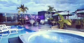 Hotel La Serrania - บูคารามังกา - สระว่ายน้ำ