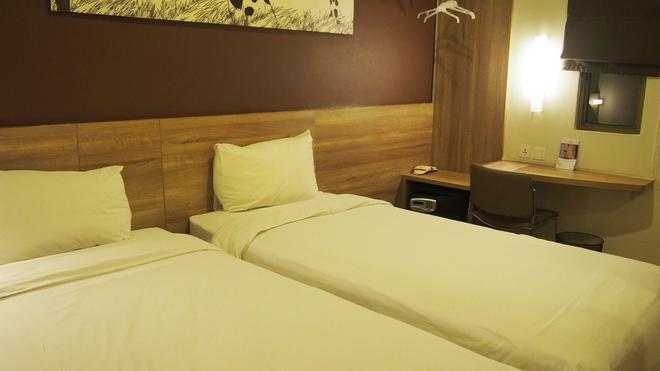 G7 Hotel - Jakarta - Bedroom