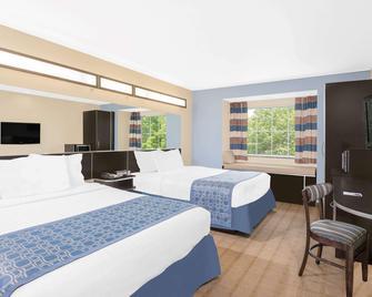 Microtel Inn & Suites by Wyndham Waynesburg - Waynesburg - Спальня