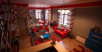 Mountain Road Hostel - Almaty - Living room