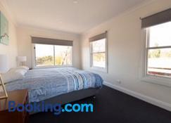 Leichhardt Cottages - Launceston - Bedroom