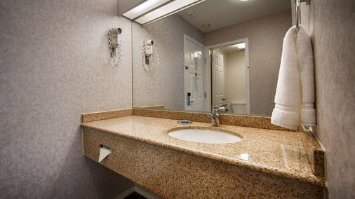 SureStay Hotel by Best Western North Vancouver Capilano - North Vancouver - Bathroom