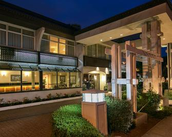 SureStay Hotel by Best Western North Vancouver Capilano - North Vancouver - Building