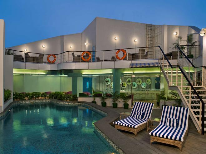 Park Inn by Radisson New Delhi IP Extension - New Delhi - Pool