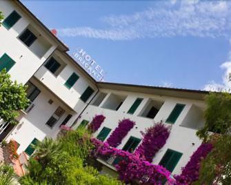 Hotel Brigantino - Procchio - Building