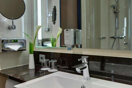 Intercityhotel Berlin Hauptbahnhof - Berlin - Bathroom