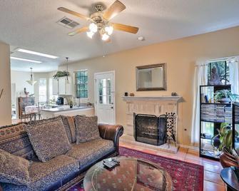 Warm, Cozy Home 30 Min From Downtown Austin - Cedar Park