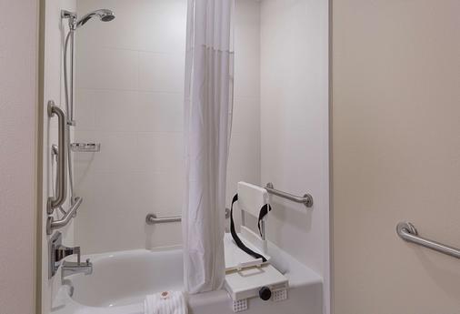 Comfort Inn & Suites - Zachary - Bathroom