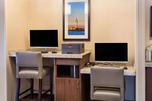 Comfort Inn & Suites - Zachary - Business center