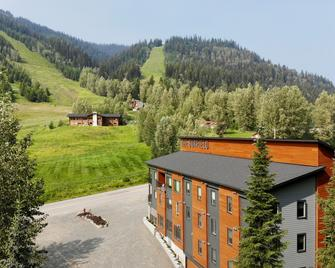The Burfield - Sun Peaks - Outdoors view