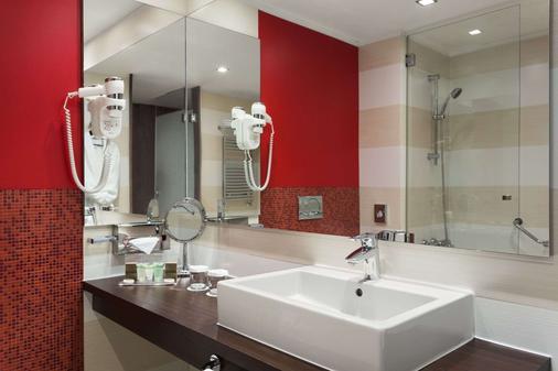 錫比烏華美達酒店 - 西比由 - 錫比烏 - 浴室