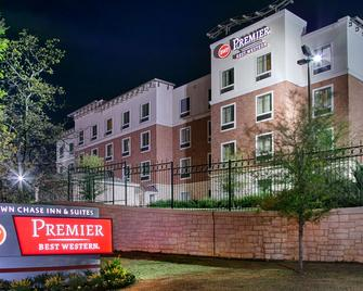Best Western Premier Crown Chase Inn & Suites - Denton - Building