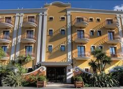 Cala Del Porto - Vibo Valentia - Building