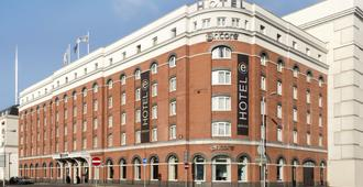 Ramada by Wyndham Belfast City Centre - Белфаст - Здание