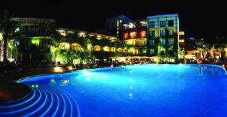 凱撒宮殿酒店 - 賈爾迪尼納克索斯 - 第尼拿索斯 - 游泳池