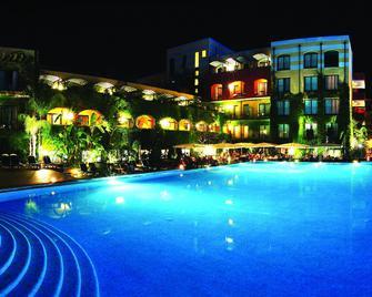 Hotel Caesar Palace - Giardini Naxos - Piscina