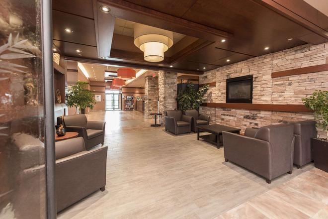 Quality Inn & Suites - Lévis - Lobby