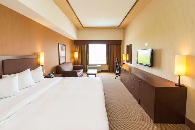 Quality Inn & Suites - Lévis - Schlafzimmer