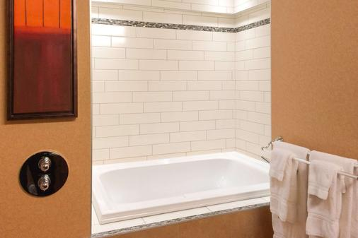 Quality Inn & Suites - Lévis - Μπάνιο