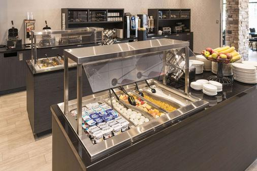 Quality Inn & Suites - Lévis - Μπουφές