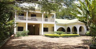 Worlds Collide Africa House - Moshi - Edificio