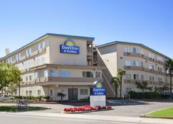 Days Inn & Suites by Wyndham Rancho Cordova - Rancho Cordova - Rakennus