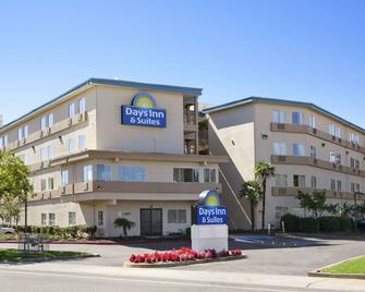 Days Inn & Suites by Wyndham Rancho Cordova - Rancho Cordova - Gebäude
