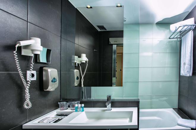 Best Western Plus Hotel Alfa Aeropuerto - Barcelona - Bathroom
