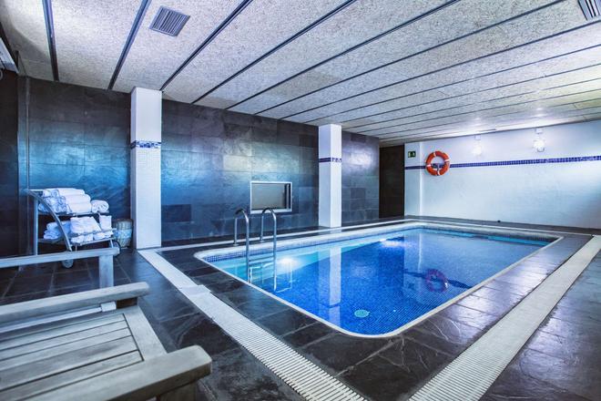 Best Western Plus Hotel Alfa Aeropuerto - Barcelona - Pileta