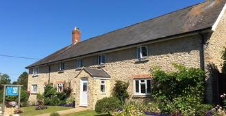 Quiet Woman House - Yeovil - Building