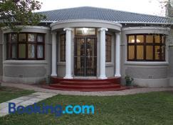 La Maison On 3rd Guesthouse - Puerto Elizabeth - Edificio