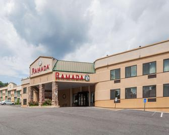 Ramada by Wyndham Newburgh/West Point - Ньюбург - Building