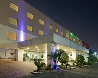Holiday Inn Express & Suites Irapuato - Irapuato - Building