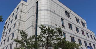 Hotel Parkwood Incheon Airport - אינצ'ון
