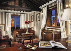 Grand Hotel Continental Siena - Starhotels Collezione - Siena - Living room