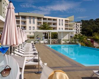 Best Western Plus Ajaccio Amiraute - Ajaccio - Pool