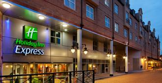 Holiday Inn Express London - Hammersmith - London - Building