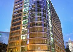 Kinzie Hotel - Chicago - Building