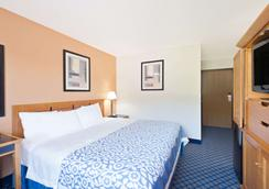 Days Inn by Wyndham Brunswick Bath Area - Brunswick - Makuuhuone