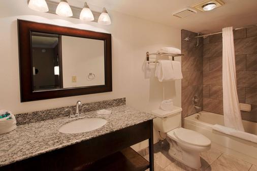 Best Western InnSuites Tucson Foothills Hotel & Suites - Tucson - Bathroom