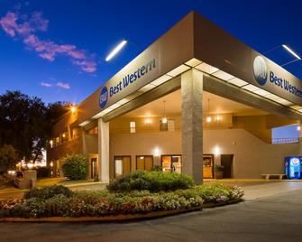 Best Western InnSuites Tucson Foothills Hotel & Suites - Tucson - Building