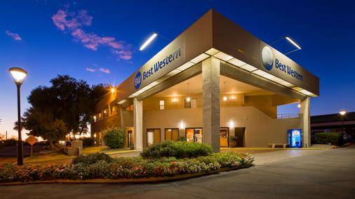 Best Western InnSuites Tucson Foothills Hotel & Suites - Tucson - Gebäude