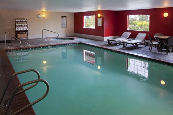 Red Lion Inn & Suites Kent Seattle - Kent - Pool