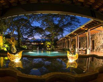 Hotel Museo Spa Casa Santo Domingo - Antigua - Zwembad