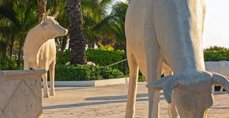 Kimpton Surfcomber Hotel - Miami Beach - Building