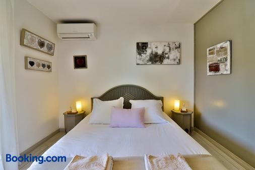 Les Chambres d Hôtes du Grand Mornas - Carry-le-Rouet - Bedroom