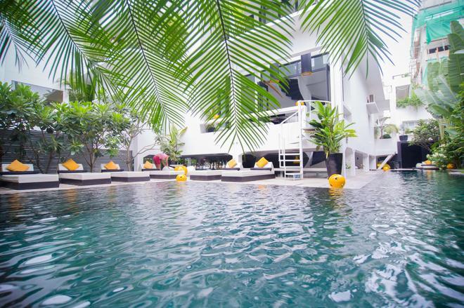 Arthur&paul - Caters To Men - Phnom Penh - Pool