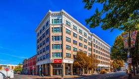 Best Western Plus Carlton Plaza Hotel - Victoria - Building