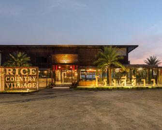 Rice Country Village - Bang Mun Nak - Building