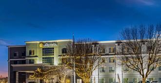 La Quinta Inn & Suites by Wyndham Kearney - Kearney - Κτίριο
